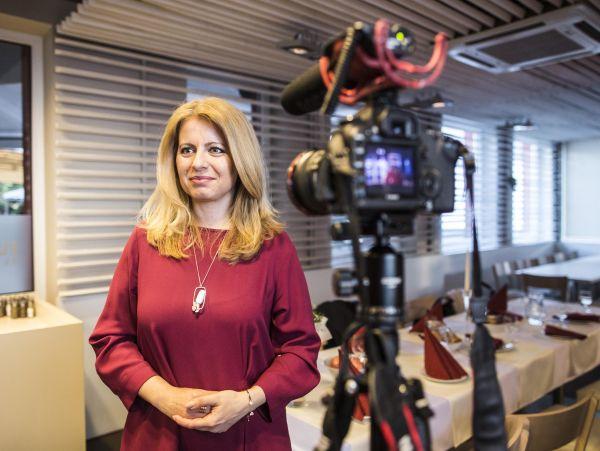 """""""Postoje, které jsou nesmírně lidské"""", přináší Zuzana Čaputová podle Ivety Radičové, slovenské expremiérky, jež se před deseti lety dostala jako opoziční kandidátka dodruhého kola prezidentské volby."""