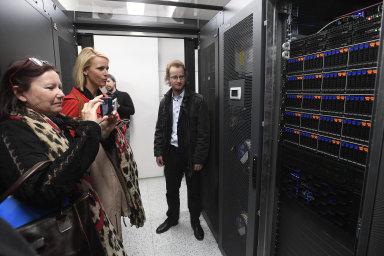 Vědci z ČVUT vybudovali nejvýkonnější superpočítač pro výzkum umělé inteligence v Česku. Pomůže i s aplikacemi pro autonomní auta