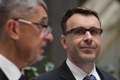 Předseda vlády Andrej Babiš uvedl 30. dubna do funkce ministra dopravy Vladimíra Kremlíka (vpravo).