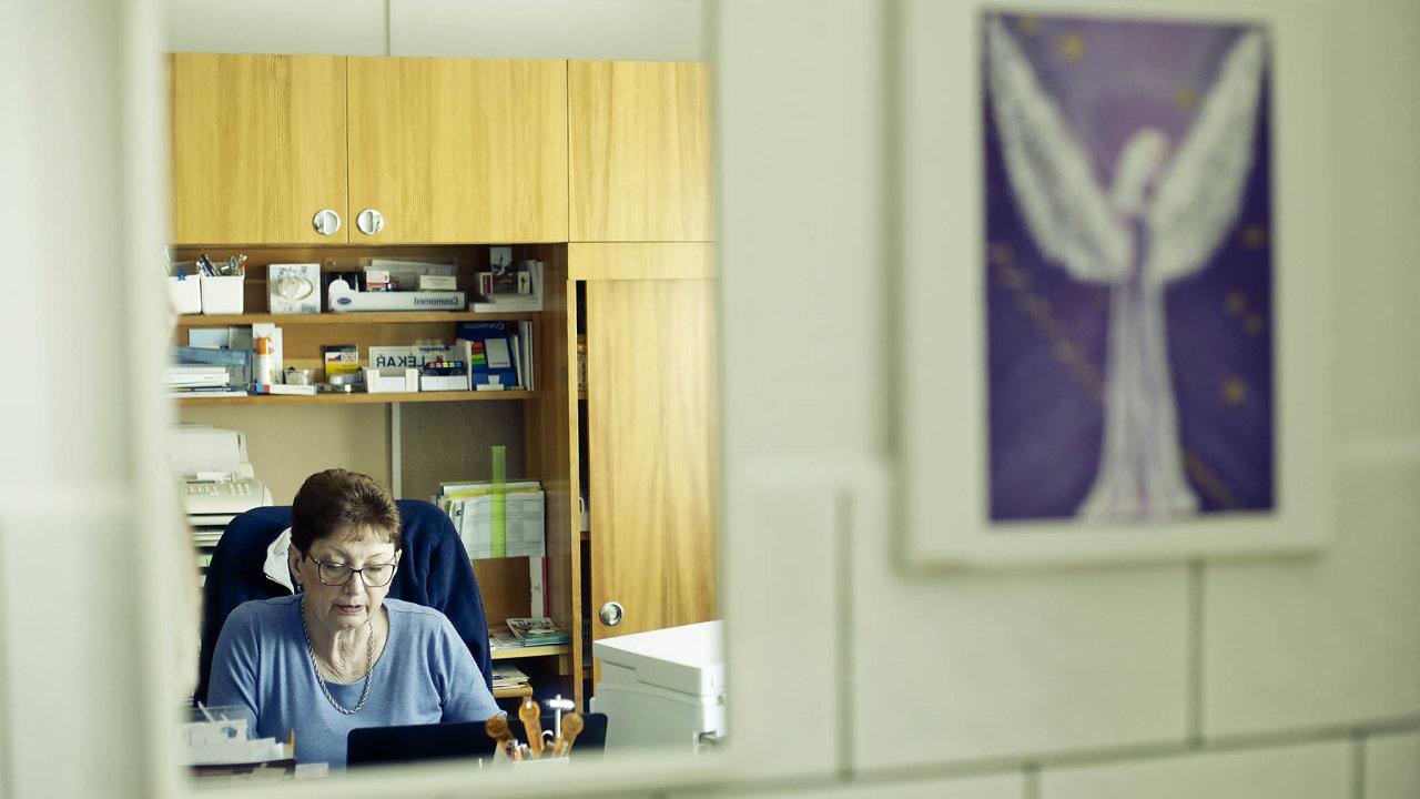 Kromě pacientů vBavorově se Marie Stieblerová stačí starat takéoumírající vHospici sv. Jana N. Neumanna vPrachaticích.