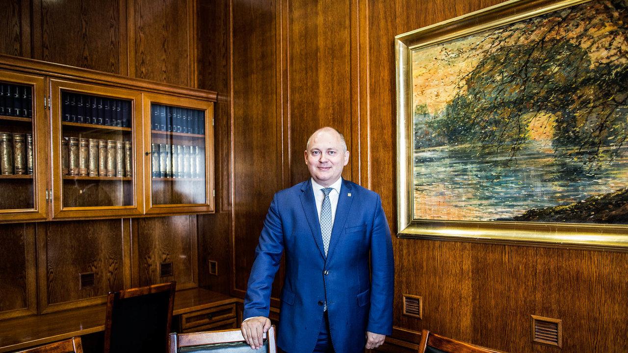 Michal Hašek, nynější poradce prezidenta Miloše Zemana ipředsedy ČSSD Jana Hamáčka prohlašuje, že střet oministra kultury voliči nechápou.