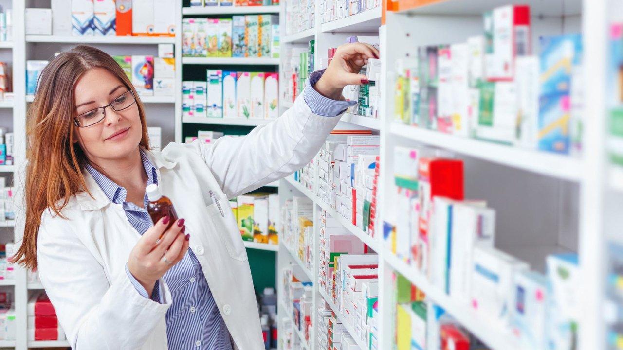 Pokud by byla schválena aktuální novela zákona oléčivech, mohlo by dojít kradikální změně celého lékárenského odvětví.