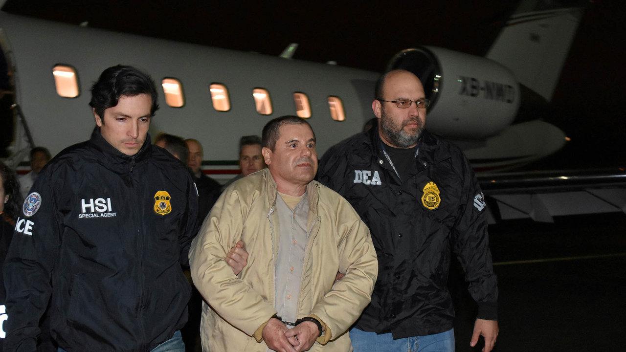 Po předání El Chapa spravedlnosti USA vlednu 2017, po jeho odsouzení na doživotí letos včervenci ajeho převezení do jedné znejpřísněji hlídaných věznic se drogový trůn definitivně uvolnil.
