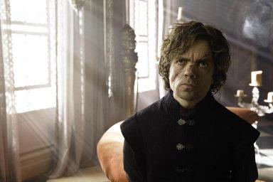 Fantasy seriál Hra otrůny zprodukce televize HBO získal počtvrté americkou televizní cenu Emmy vkategorii nejlepší dramatický seriál. Uspěl iherec Peter Dinklage vroli Tyriona Lannistera.