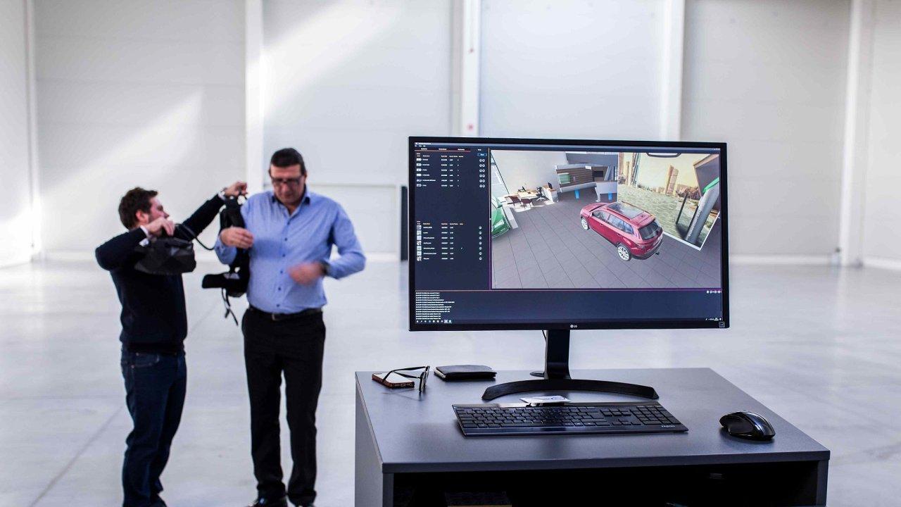 Nasazování speciálních brýlí, které umožní průhled do virtuálního světa.