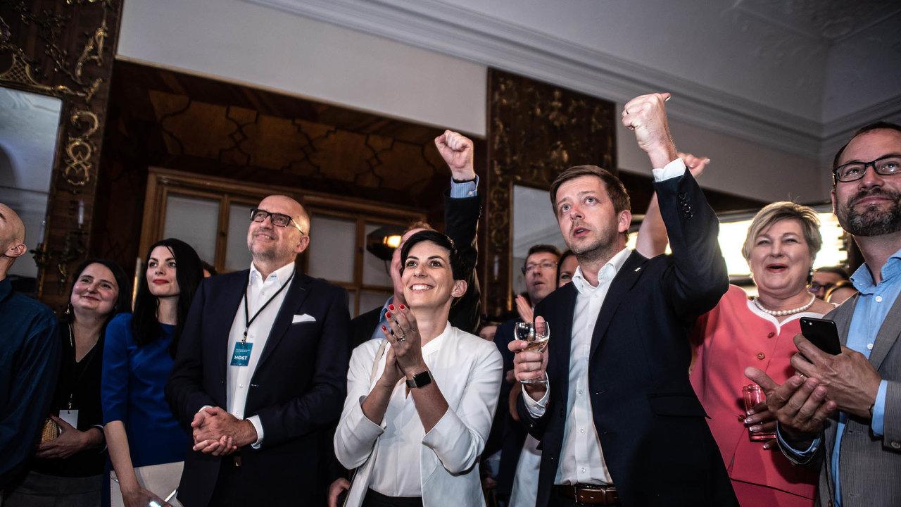 Do eurovoleb šla letos TOP 09 spolu se Starosty, spolupráce v regionech ale už tak hladká není. Koaliční dohody s dalšími potenciálními partnery, ODS a KDU-ČSL, si vyžádají ještě složitější jednání.