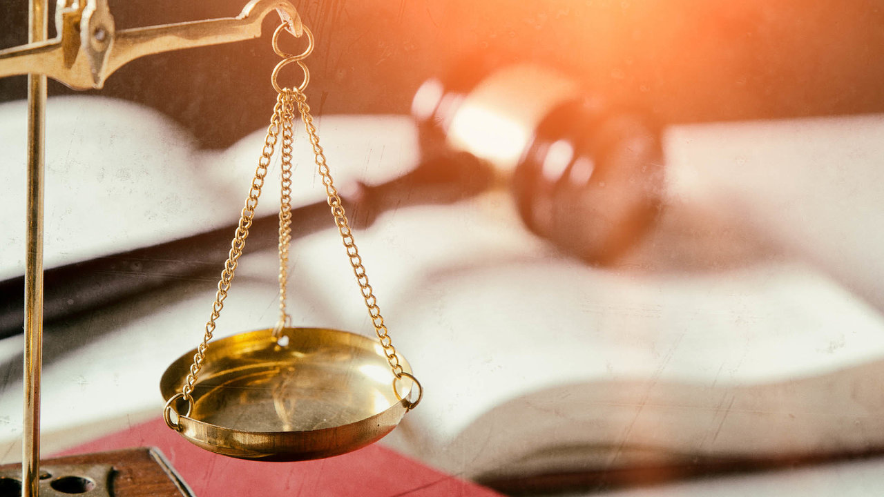 Soudy i stát sehrály na škodě podílníků CS Fondů významnou roli.