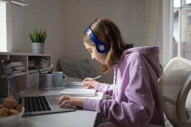 On-line výuka má své výhody ale i nevýhody.