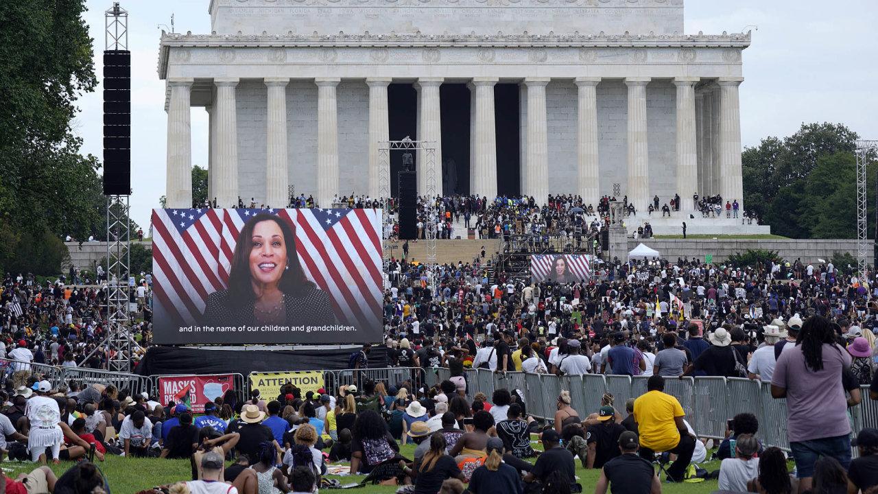 """Peníze """"jinak"""". Crowdfundingu využívá i kandidátka na viceprezidentku USA Kamala Harrisová."""