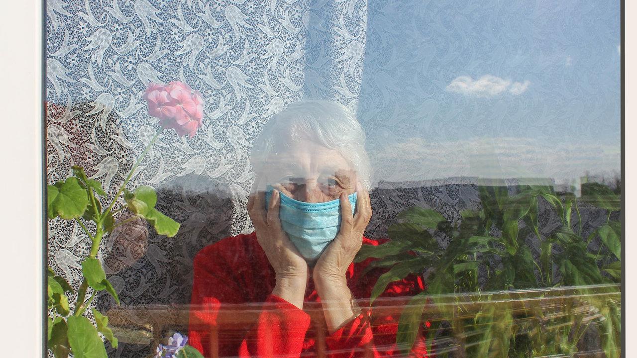 Senioři jsou nejvíce ohrožení vážným průběhem nemoci atvoří většinu zvíce než 3300 lidí, kteří jí podlehli.