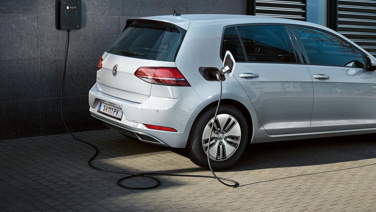 Většina automobilek nabízí nyní kesvým elektromobilům wallboxy. Některé dokonce izdarma. Domácí nabíječku je možné ale pořídit iodjiné společnosti.