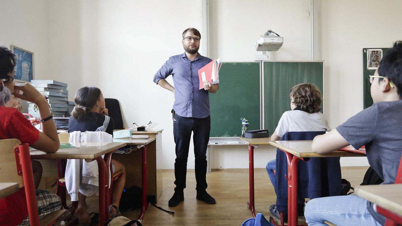 Aby se českým dětem dostávalo lepšího vzdělání, potřebují kvalitní vzdělání rovněž sami učitelé, a to nejen na pedagogických fakultách, ale zejména to další, celoživotní.