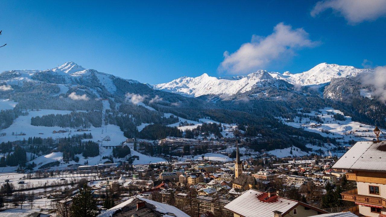 Městys Bad Hofgastein ve spolkové zemi Salcbursko patří v Rakousku k vyhledávaným turistickým cílům. Poskytuje pestré možnosti jak k zimní, tak k letní rekreaci. Domy a byty si zde kupují i Češi.