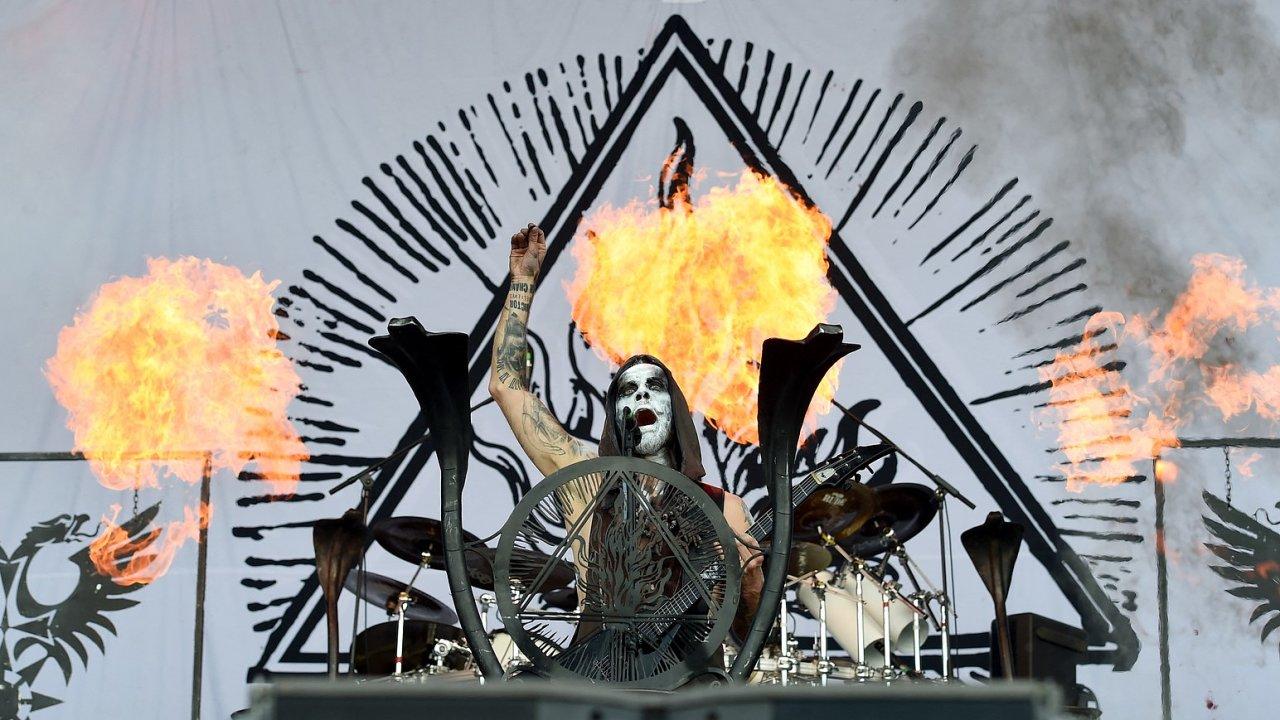 Provokace může být dobrá, aby lidi přiměla přemýšlet, říká Nergal, zpěvák a kytarista extrémně metalové skupiny Behemoth.