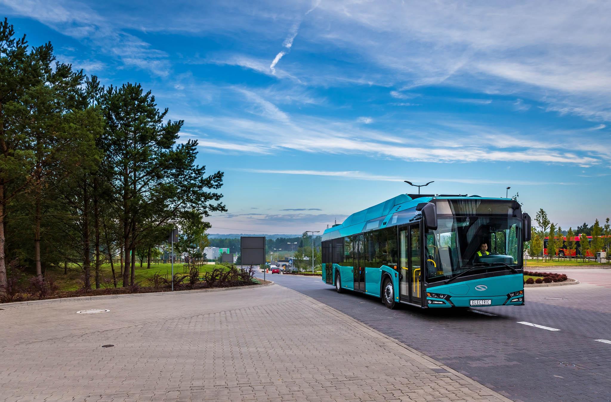Ostrava nakupuje 24elektrobusů pro MHD, budou jezdit na10linkách. Město si odtoho slibuje zlepšení ovzduší.