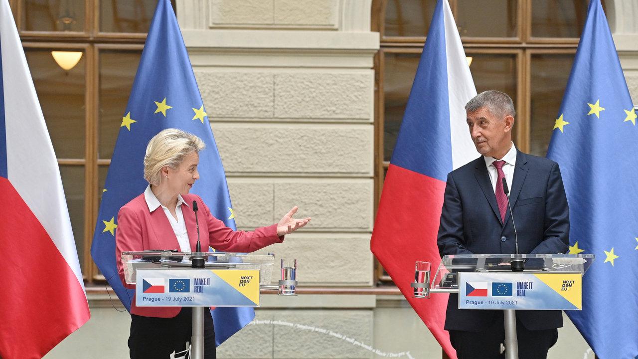 Předsedkyně Evropské komise Ursula von der Leyenová a premiér Andrej Babiš vystoupili na tiskové konferenci 19. července 2021 v Praze.