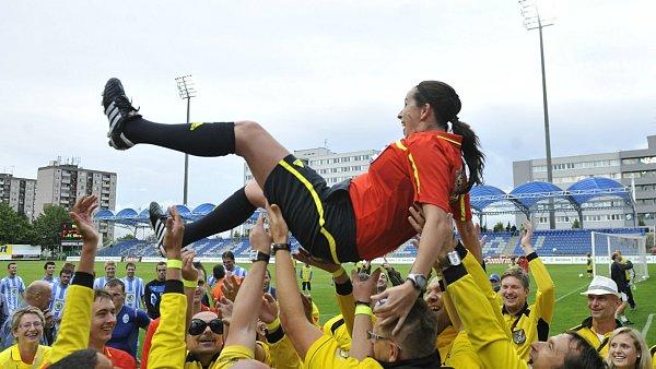 Dagmar Damková při svém posledním zápase jako rozhodčí.