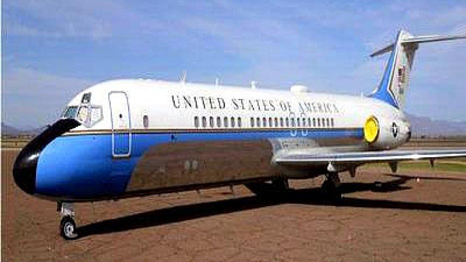 Letadlo, které přepravovalo Raegana i Bushe jde do dražby. Vyvolávací cena Air Force One je 50 tisíc dolarů