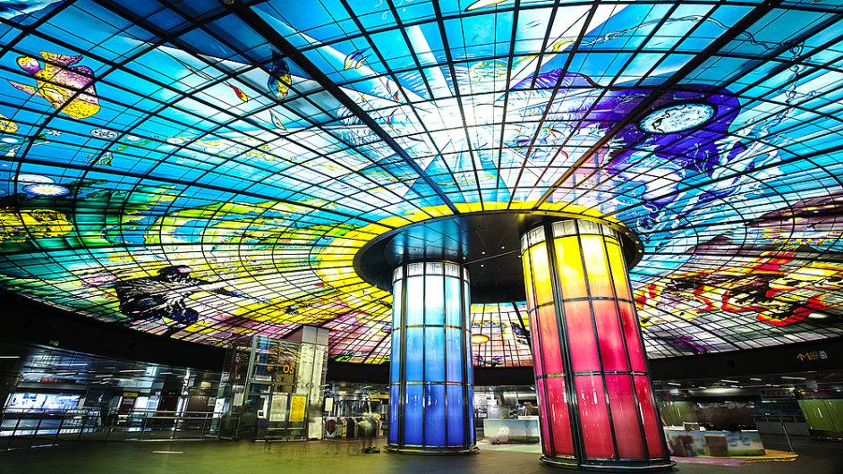 Ve stanici Formosa Boulevard v Kaohsiungu překvapí dílo italského umělce.