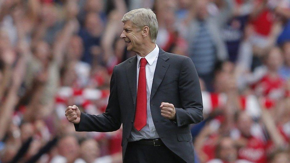 Arsene Wenger na lavičce Arsenalu