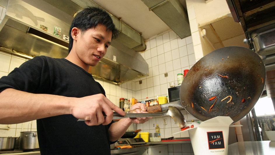 Síť restaurací YamYam zřídila kvůli narůstajícím rozvozům zvláštní kuchyni, která vaří jenom pro ně.