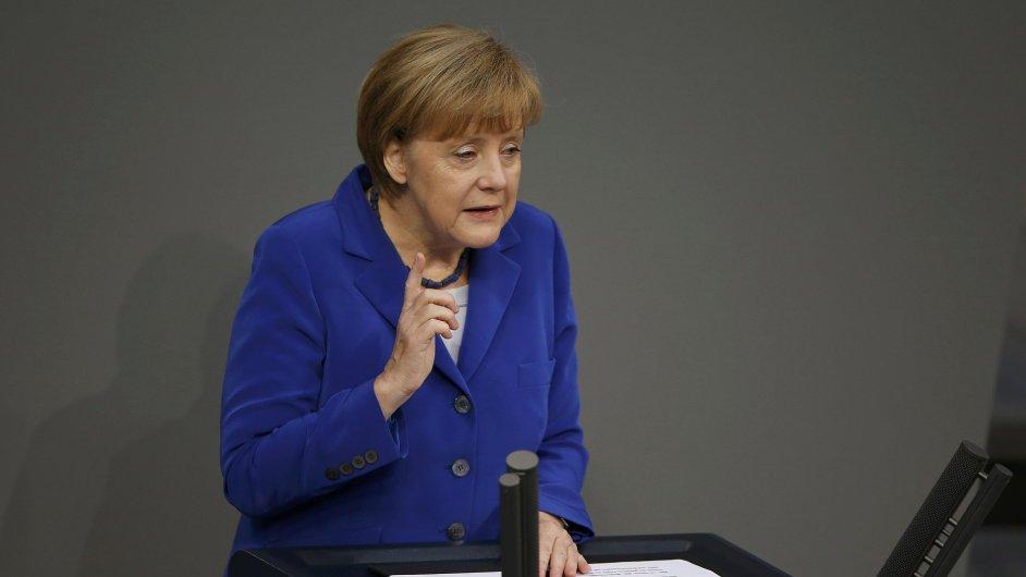 Podle německé kancléřky Agely Merkelové ještě není evropská dluhová krize překonána.