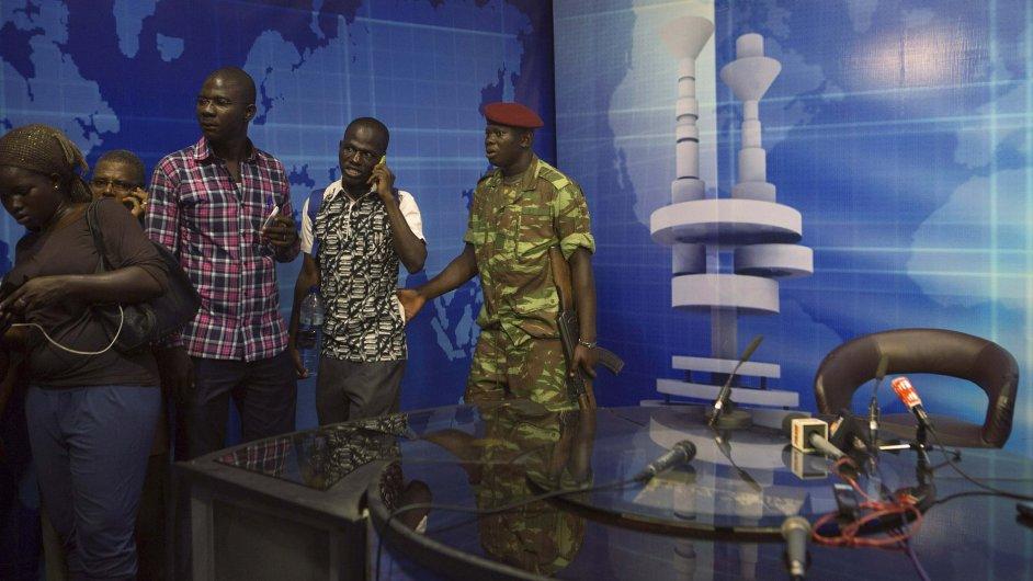 Armáda v Burkina Fasu ovládla rozhlas a televizi.