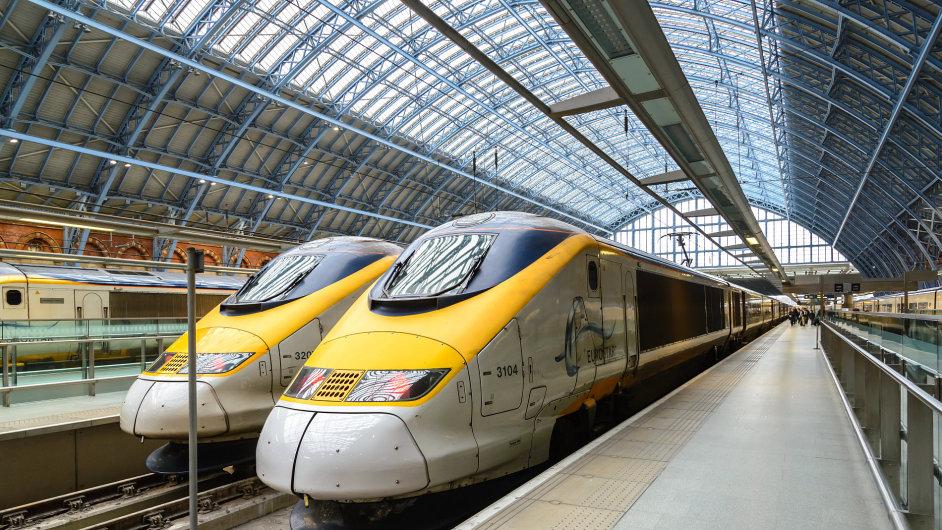 Společnost Eurostar provozuje na lince Londýn–Paříž rychlovlaky TGV.