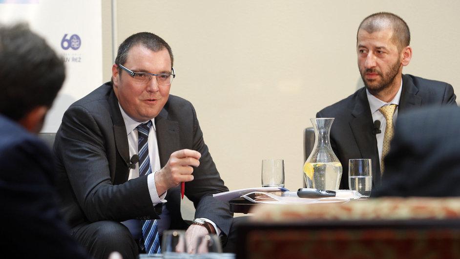 Guvernér ČNB Miroslav Singer a šéfredaktor Hospodářských novin Martin Jašminský (vpravo) na Fóru HN