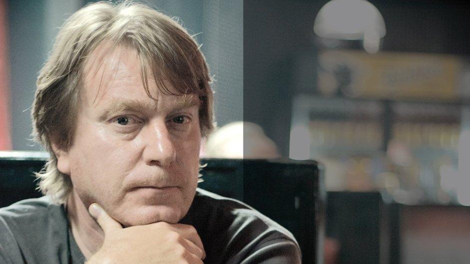 Mika Kaurismäki na filmové škole v kině Reduta 2 nabídl lekci filmu, kde přiblížil své celovečerní snímky i dokumenty.