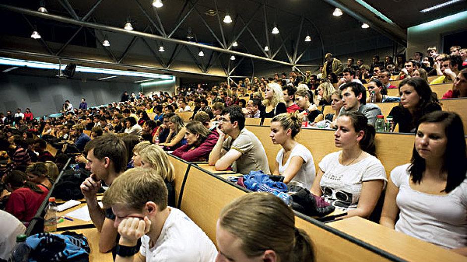 Studenti VŠE (ilustrační foto).