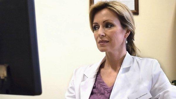Kateřina Brožová coby Lýdie Kellerová v seriálu Stopy života