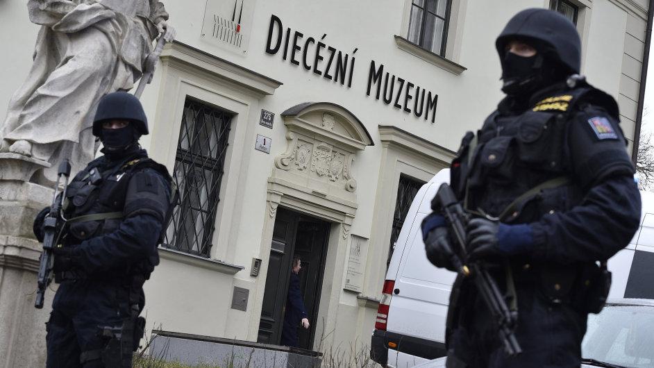 Madona z Veveří dorazila za přísných bezpečnostních opatření z Prahy do Diecézního muzea v Brně.