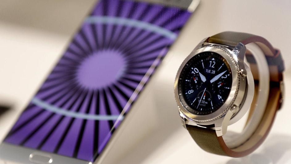 Chytré hodinky G3 s mobilním telefonem Samsung.