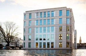 PPF se v Česku zbavuje budov i projektů. Nakupuje v Nizozemsku a staví v Rusku