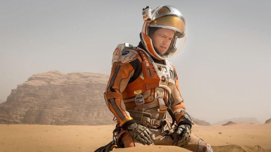 Sám na Marsu. Matt Damon by v loňském filmu Marťan zůstal na Marsu, nebýt velkorysé pomoci čínské vlády a jejich kosmodromu.