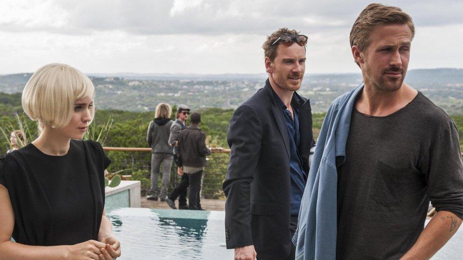 Na prvním snímku z filmu Song to Song jsou herečka Rooney Mara a Michael Fassbender s Ryanem Goslingem.
