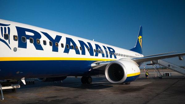 Z Pardubic do Londýna. Nízkonákladové aerolinky Ryanair začnou od října třikrát týdně létat z východočeského města na letiště Stansted - Ilustrační foto.