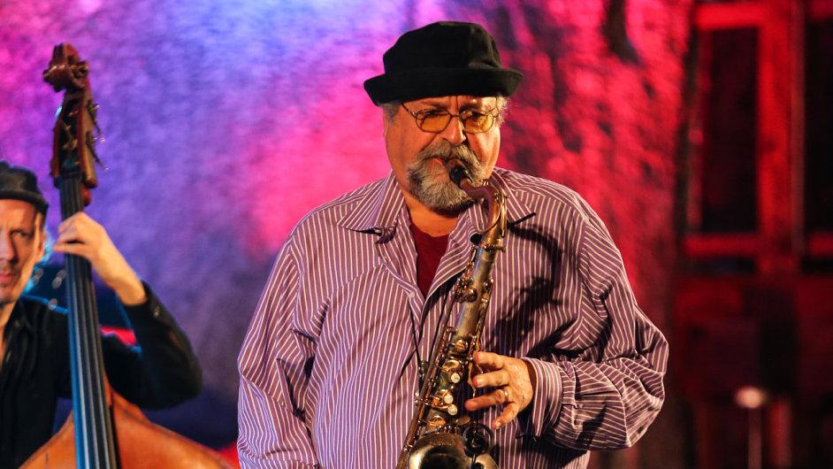 Po středečním koncertu v pražském Jazz Docku saxofonista Joe Lovano (na archivním snímku) vystoupí ještě ve čtvrtek na Jazzfestu Brno.