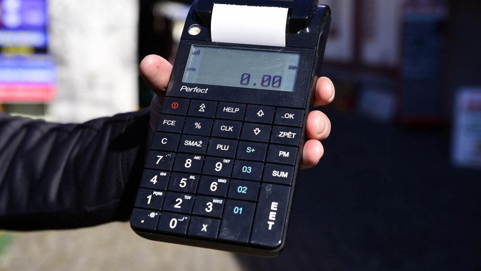 Majitelům obchodů vadí, že náklady naEET jsou vyšší, než uváděl Andrej Babiš.