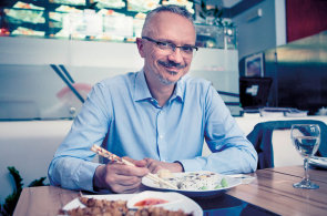 Zálibu v asijské kuchyni jsem našel během pracovních cest, říká ředitel firmy na výrobu bezpečnostních dveří