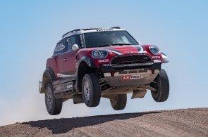 Na Dakar se trénuje v Maroku. Pilota i navigátora čeká peklo