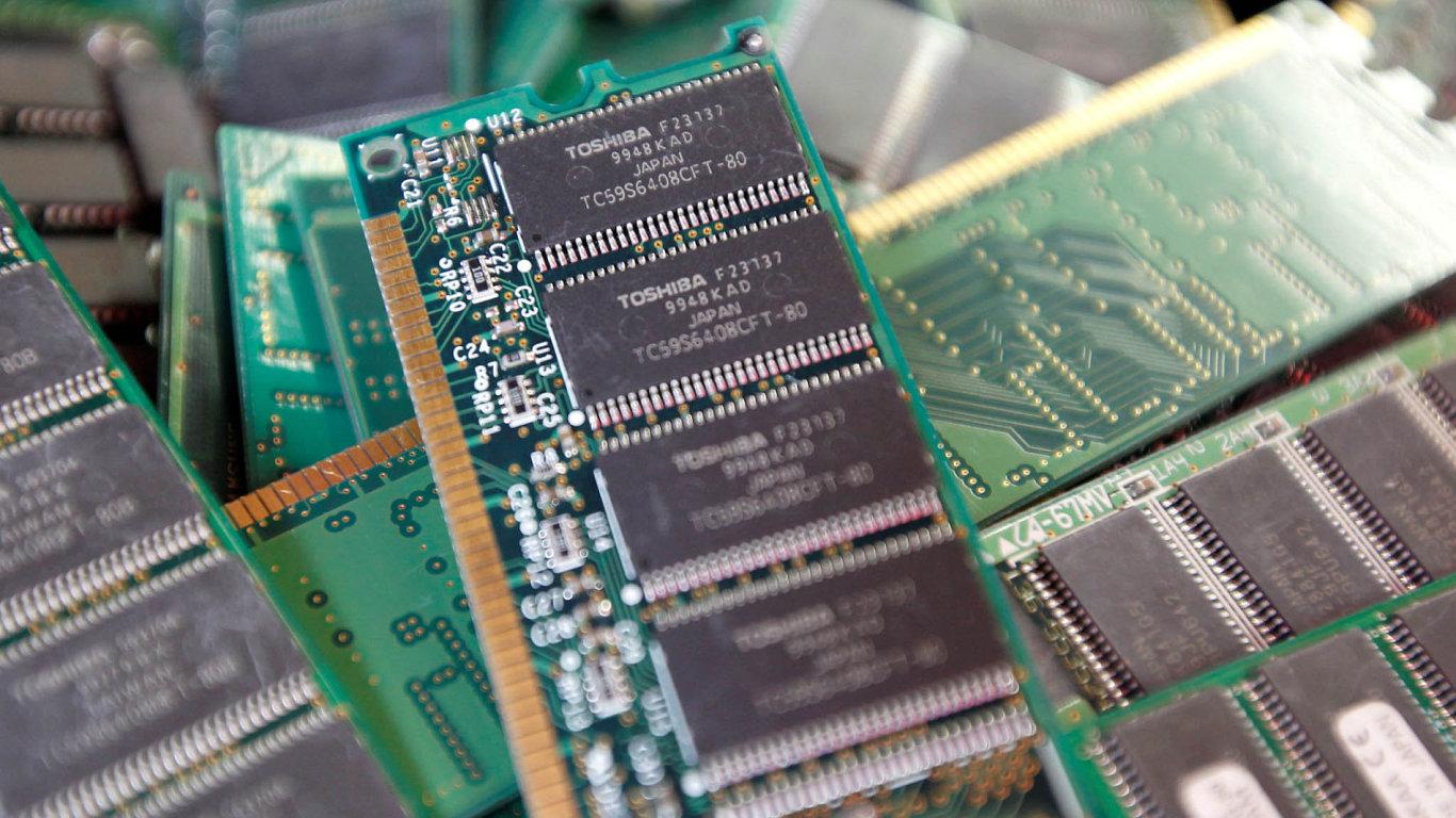 Toshiba prodává divizi polovodičů, jež je druhým největším výrobcem paměťových čipů NAND na světě.