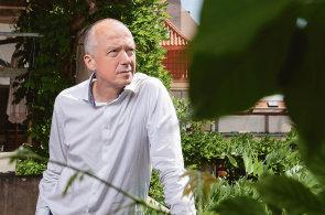Okno do zahrady. Architekt Jakub Cigler propojuje moderní stavby s velkorysou vegetací