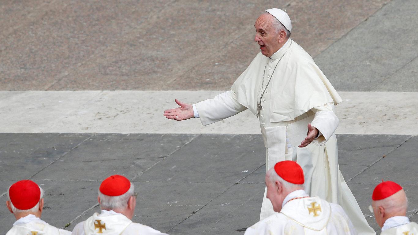 Papež chce trestat biskupy, kteří nenahlásí sexuální zneužívání.