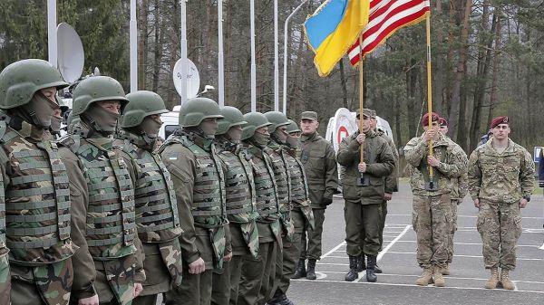 V Černém moři začaly manévry s účastí armády USA.