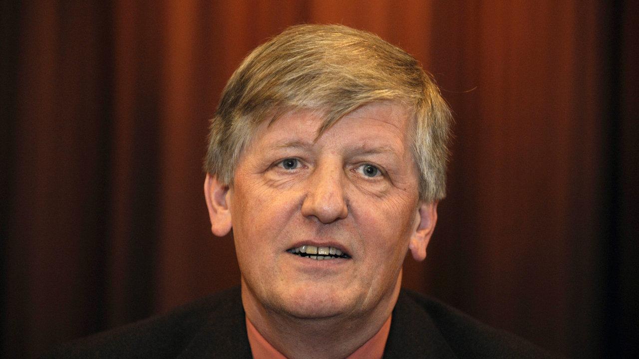 Bývalý ředitel České filharmonie a ministr kultury Václav Riedlbauch je na archivním snímku z června 2010.
