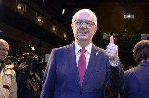Komentář Petra Honzejka: Miloš Zeman ví, že mu hoří koudel. V kampani před druhým kolem přituhne