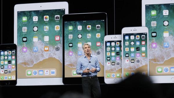 Viceprezident společnosti Apple pro softwarové inženýrství Craig Federighi na pondělní konferenci.