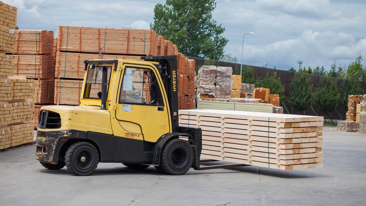 Less & Timber je jedním znejvětších evropských zpracovatelů kulatiny avýrobců lepených hranolů. Investice do ní se firmě Jet Investment vyplatila.